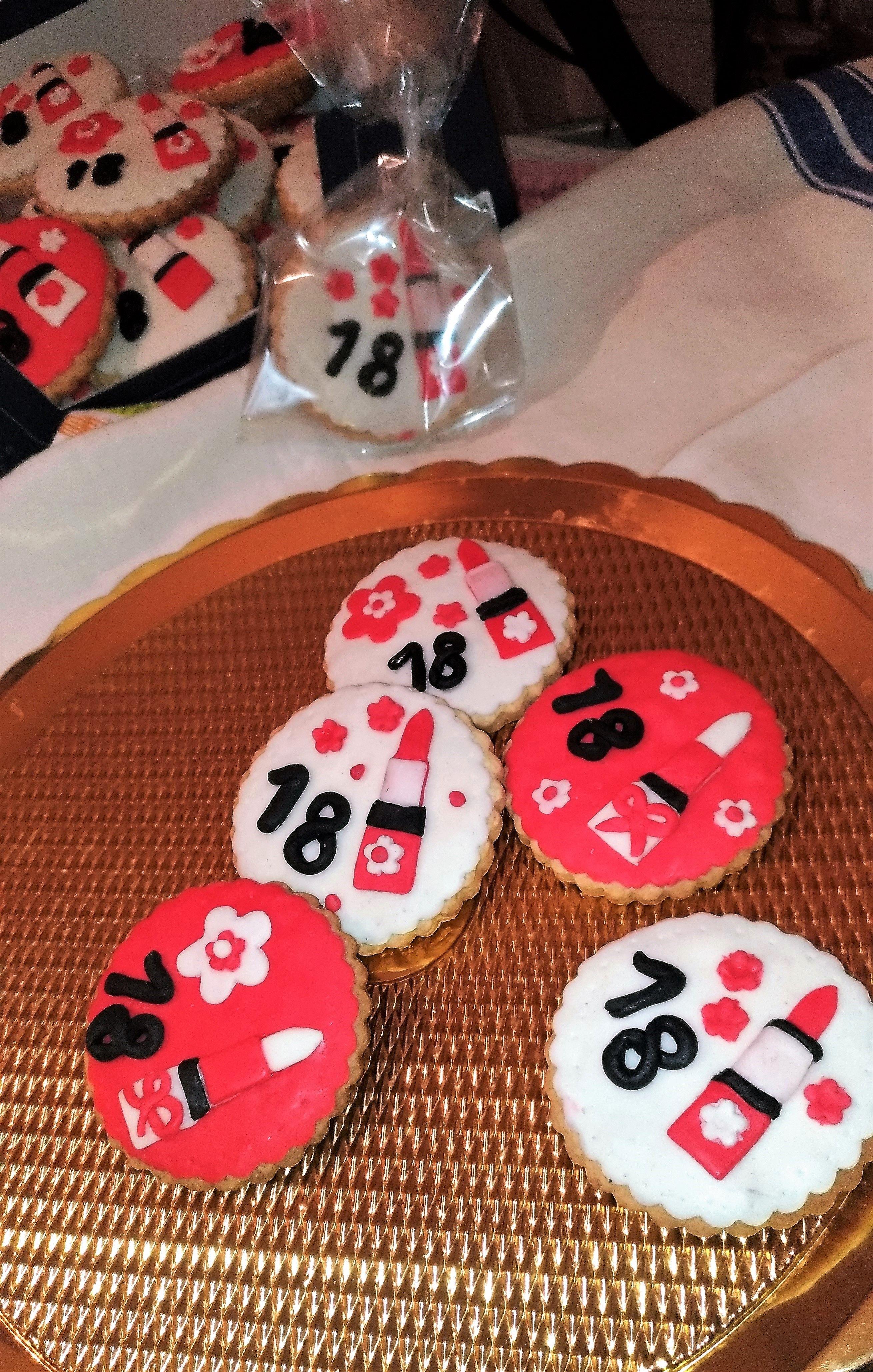 Biscotti per compleanno 18 anni  87b0001999a0