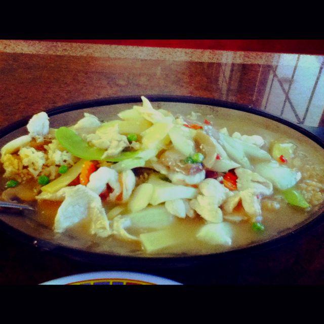Sizzling Subgum War Bar Tender Chicken Roast Pork Shrimp With Mushrooms And Bamboo