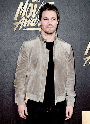 Arrow - (Oliver Queen) Stephen Amell attends the 2016 MTV Movie Awards