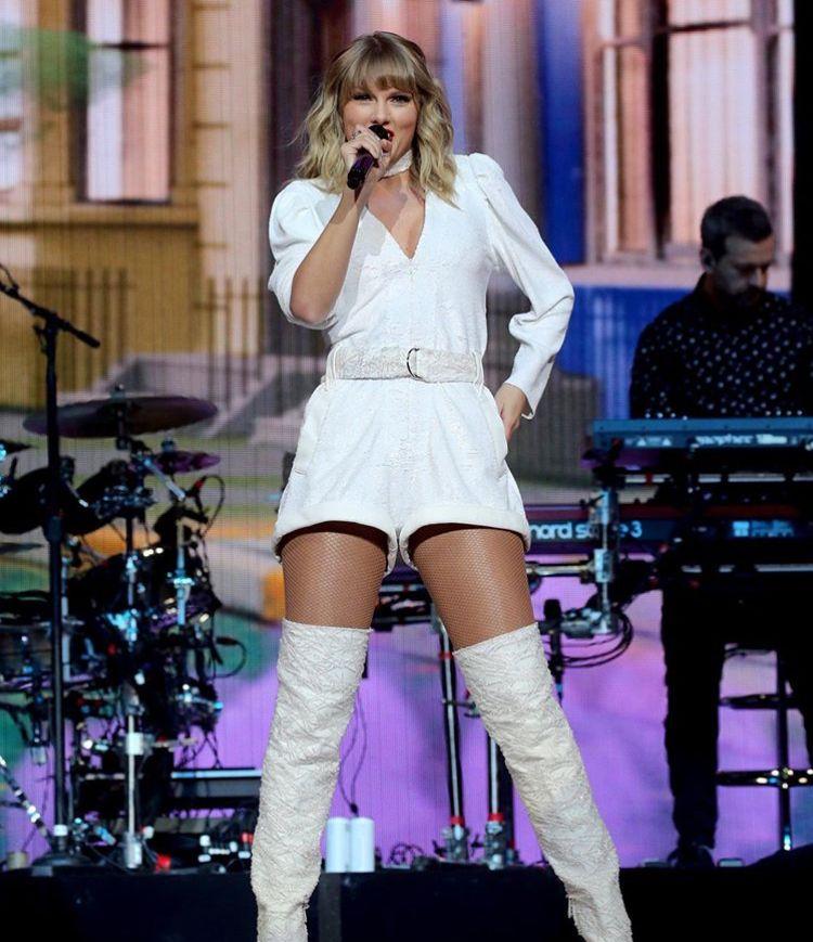 Taylor Swift Jingle Bell Ball 2019 Taylor Swift Outfits Taylor Swift Taylor Swift Hot