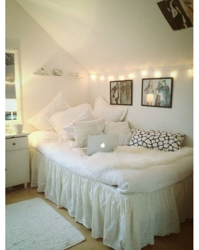Love this bedroom set up with the slanted wall | Home decor ...