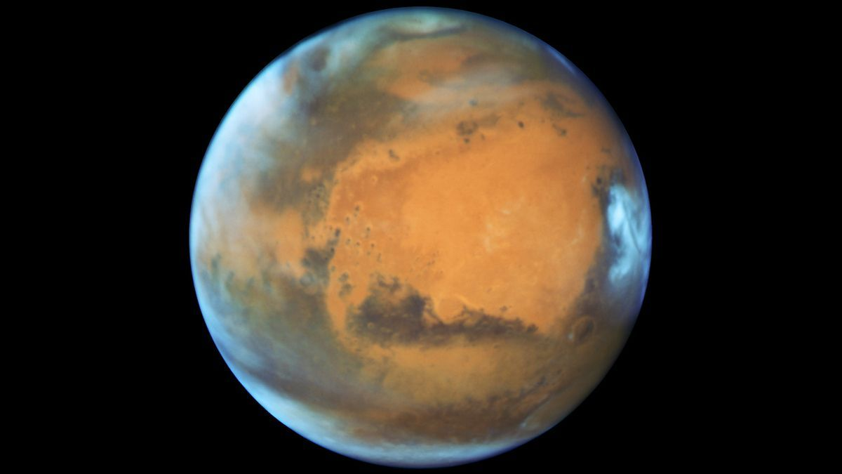 Hubble Just Captured One Of The Coolest Photos Of Mars Ever Taken Hubble Space Telescope Nasa Hubble Mars And Earth