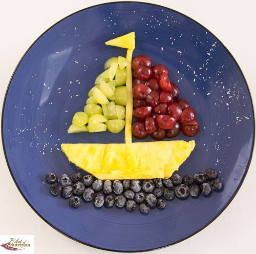 Barco hecho con frutas ingredientes uvas de diferentes for Cocina divertida para ninos