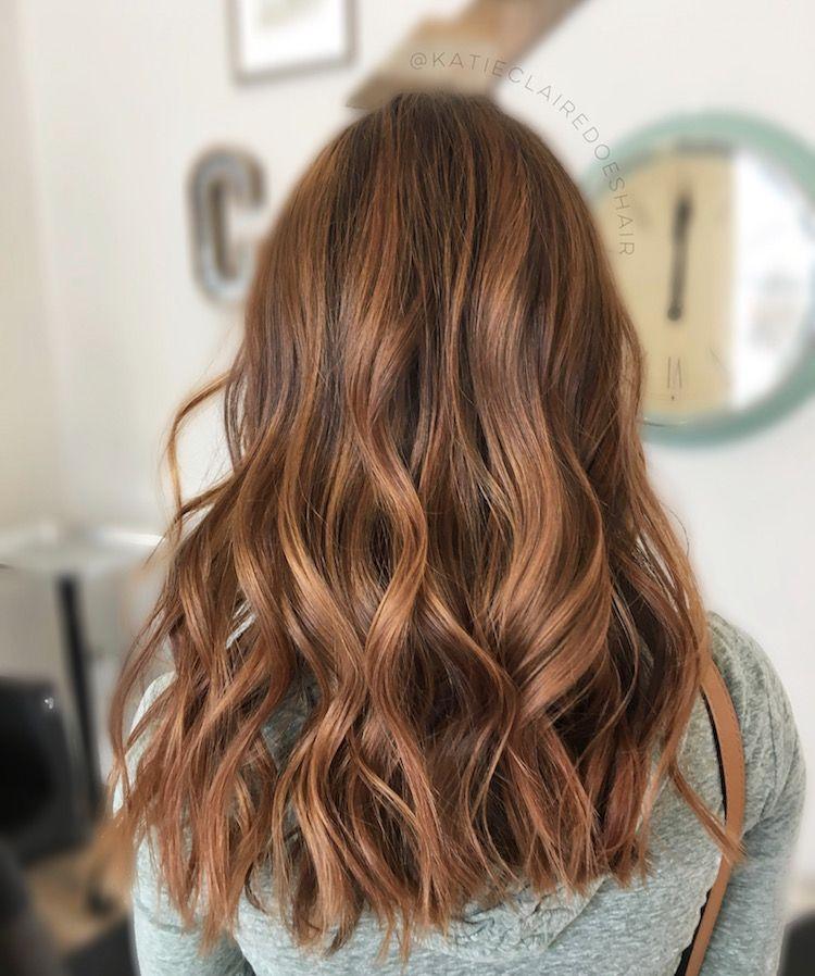 Balayage caramel et mèches caramel sur cheveux bruns et