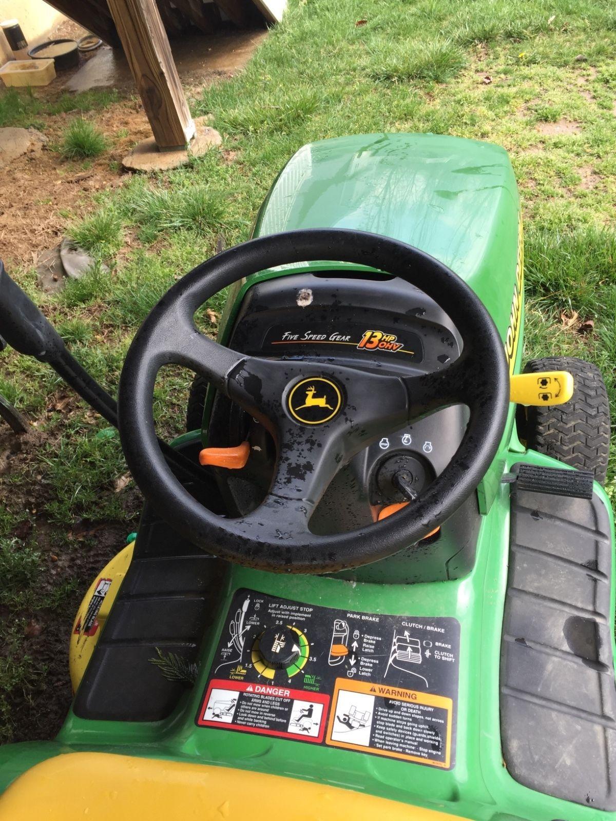 "John Deere LT133 Lawn Tractor 13HP 38"" Deck For parts not running"