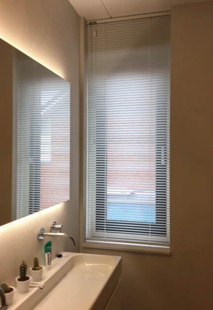 Aluminium horizontale jaloezieën Ideaal voor uw badkamer Leverbaar ...