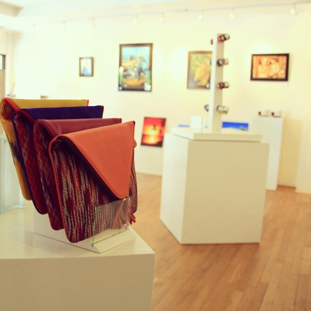 Velassaru Living, our boutique gallery,exhibits artworks from the resident artist, Achchu Waheed & promotes product collections from @velassarumaldives and selected fashion brands. #maldives #artgallery