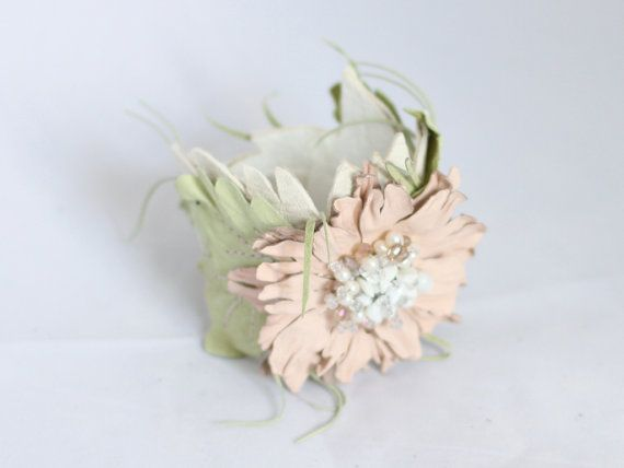 Bracciale in pelle bianco avorio con fiore art.12 di meudeus