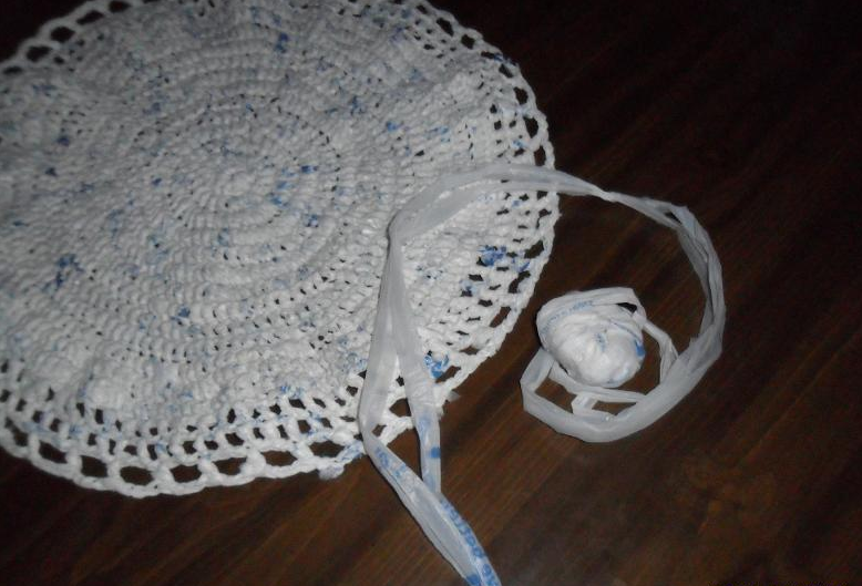 How To Make Plarn Aka Yarn Out Of Recycled Plastic With Images Crochet Mat Crochet Crafts Plastic Crafts