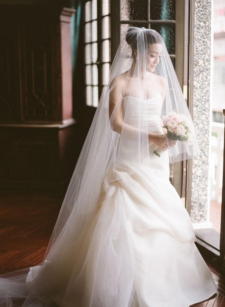 Sara Gabriel 'Stephanie' veil | Monique Lhuillier | French Style Wedding in Shanghai | Photography: Jada Poon Photography | Style Me Pretty