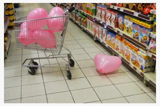 L'impact de la société de consommation sur les relations amoureuses, on ne répare plus, on jette et on rachète .  #interchangeabilité #supermarché