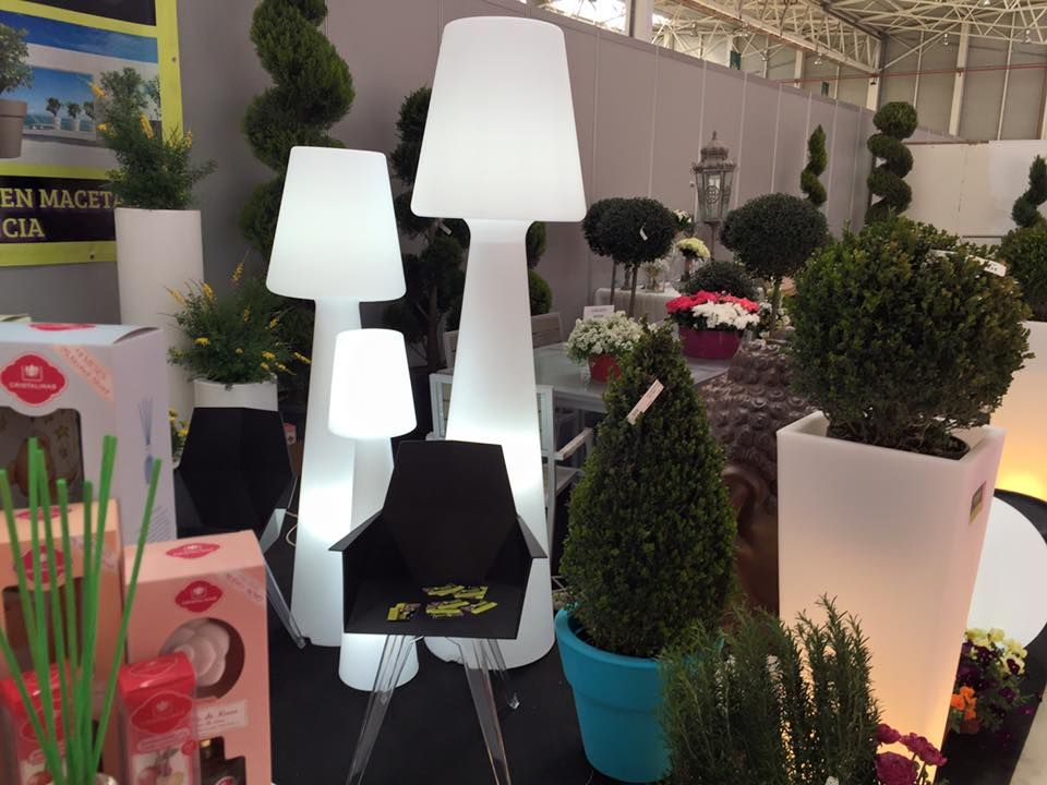 Exposición de Viveros Luis Moreno con productos iluminados Newgarden ...