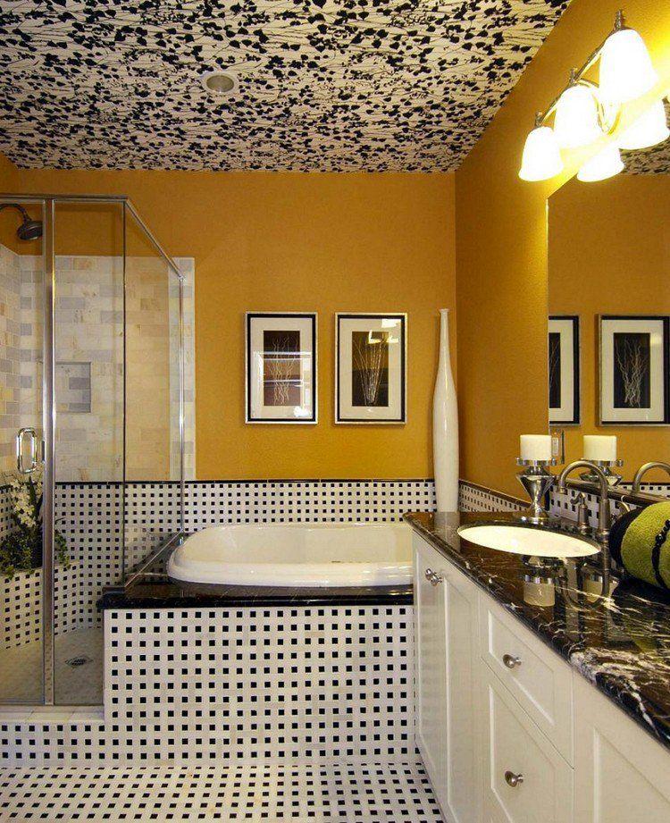 plafond design vintage dans la salle de bains, tablier de baignoire - plafond salle de bain
