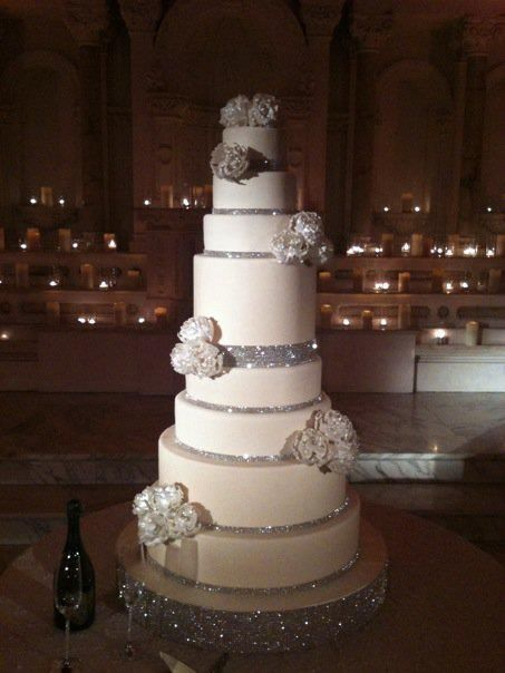 I'm sooo in love with this wedding cake, it's simple but elegant and sophisticated at the same time... it's perfect!!! <3