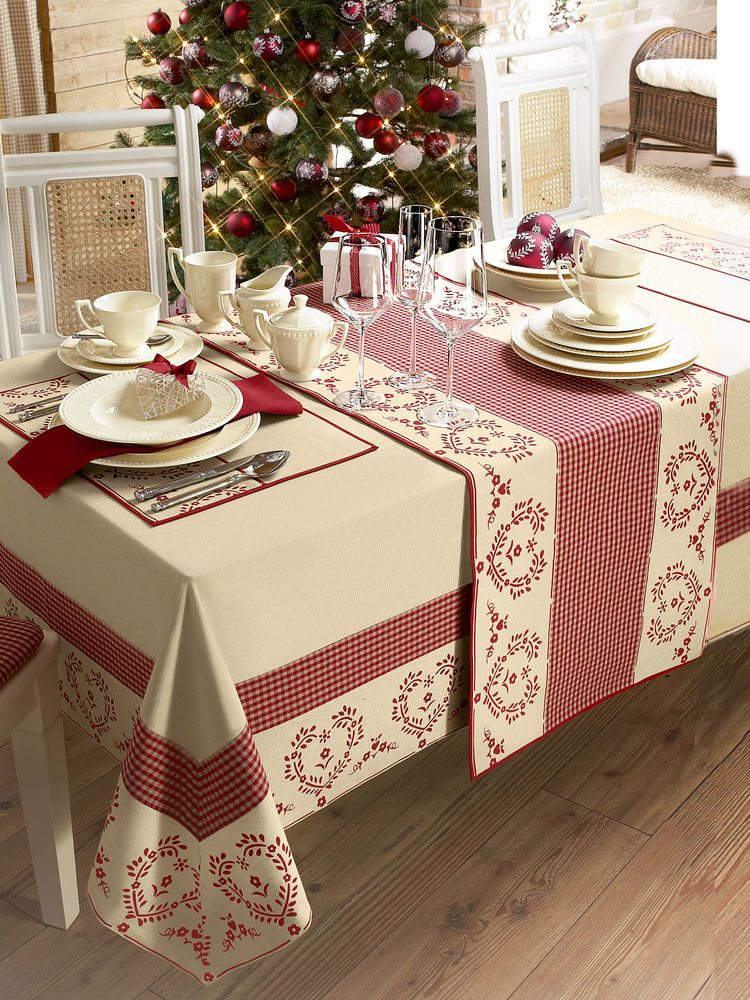 D co de no l set de table coeurs rouge et beige salon for Table noel rouge