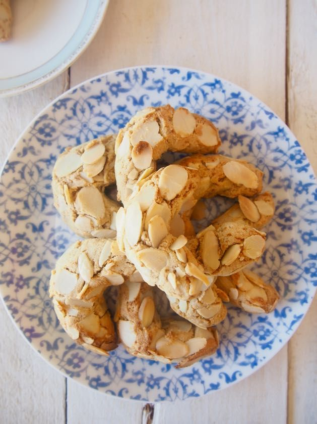 Paleo greek almond biscuits | Recipe | Healthy Sweet Treats & Desserts | Almond recipes, Almond ...