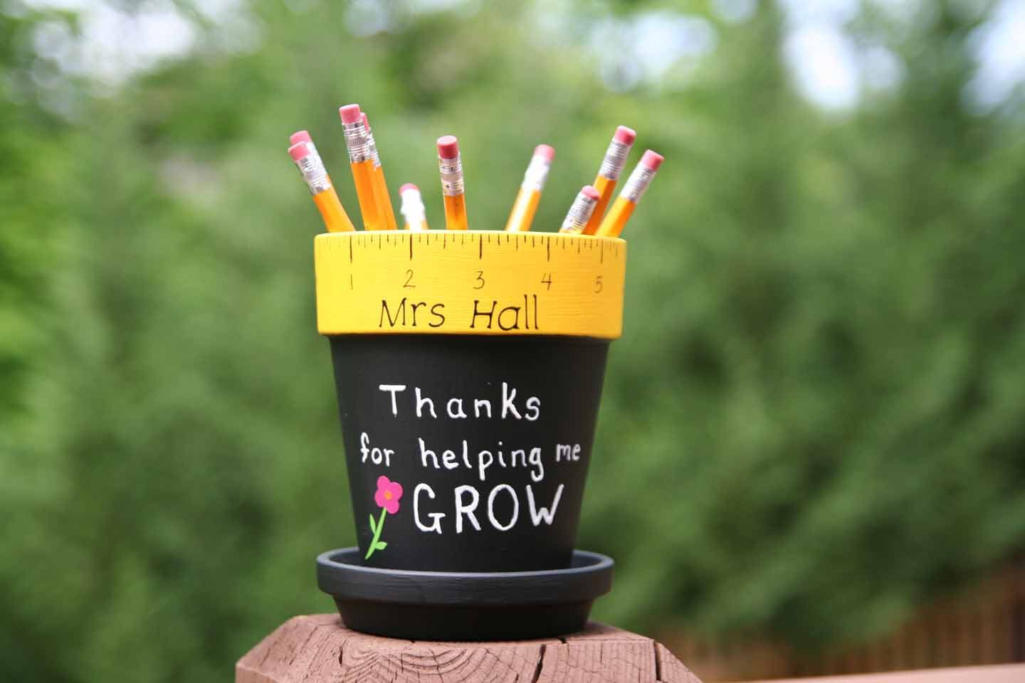 Personalized Teacher gift - pencil holder hand painted with Thanks ...