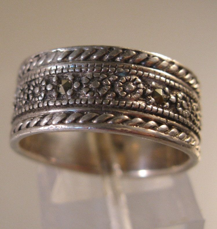 Vintages style marcasite sterling silver band ring