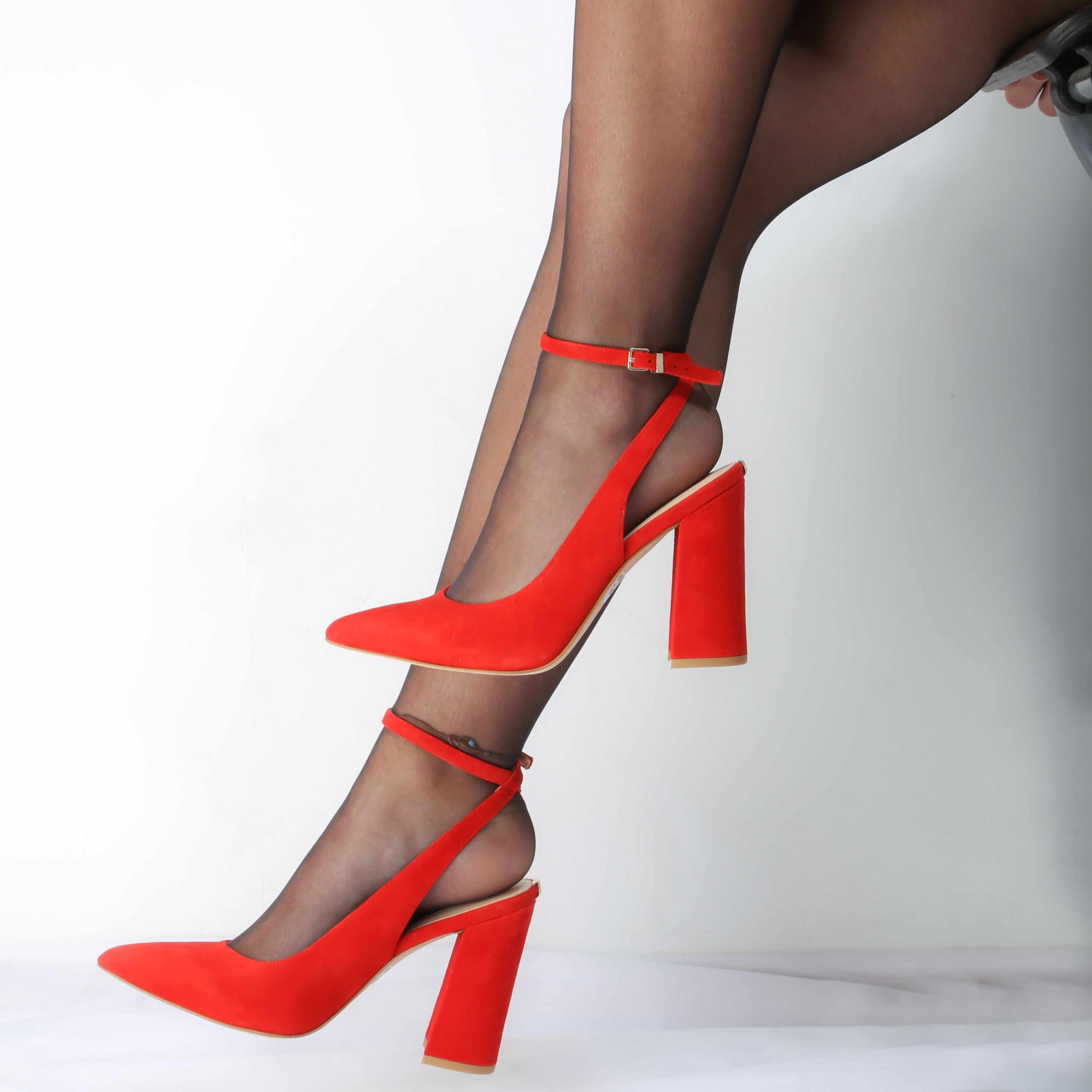 El tacón ancho se impone la próxima temporada Encuentra estos zapatos rojos  ❤ de Guess en nuestras tiendas y en ...