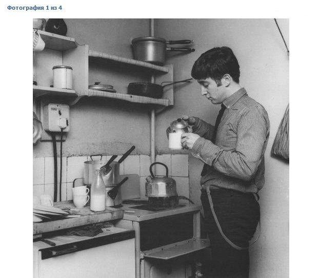 Rare Picture John Lennon Makes Tea In The Mccartney S Kitchen Home John Lennon The Beatles Lennon
