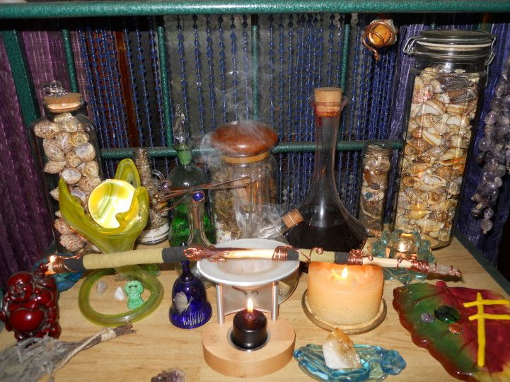 Practical paganism: 20 clever altar ideas - PaganSpace net