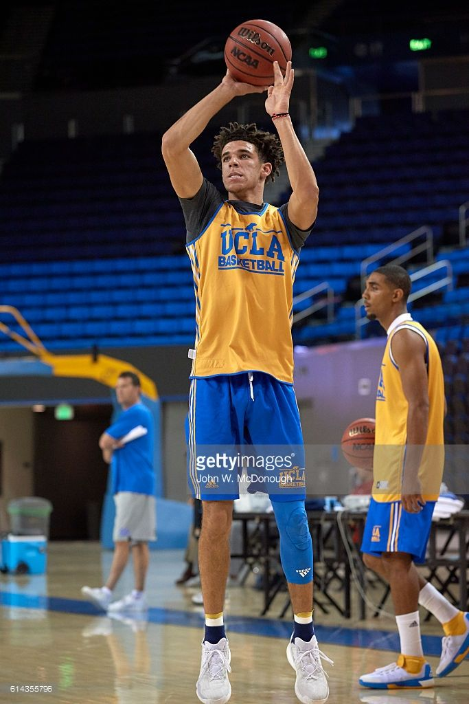 Ucla Freshman Point Guard Lonzo Ball In Action Shot During Team Lonzo Ball Lamelo Ball Ucla