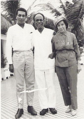 Dr Kwame Nkrumah with Shirley Graham DuBois in Guinea after his overthrow, 1967. Stokely Carmichael, Ghana Art, French West Africa, African Braids Hairstyles Pictures, Black Hairstyles, Pan Africanism, African Culture, African American History, Black History Facts