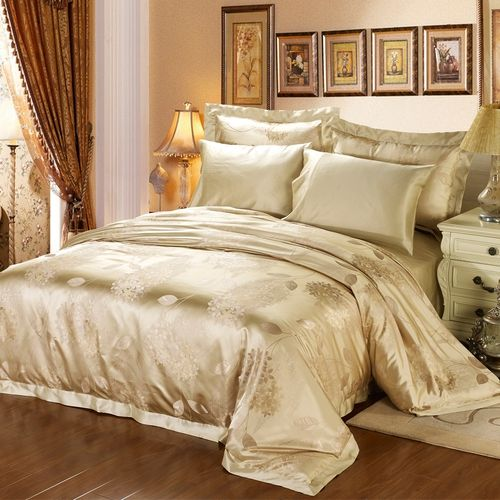 The Blossom set is introduced after the Alina set in order to broaden our selection of embroidered silk sheet sets. However, with the Blossom set, we wanted to aim for a lively and bright feel which is conveyed through the gold color. A great piece if your bedroom has great sunshine exposure, as the color perfectly complements the yellow-ish light of the sun.There are many reasons to use silk on your bed. Soft, smooth and light, it gives the least pressure on your body. Consisting of…