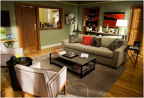 Modern Family 3 Funny Families And Their 3 Fab Houses Modern Family House Family Living Rooms Big Living Rooms
