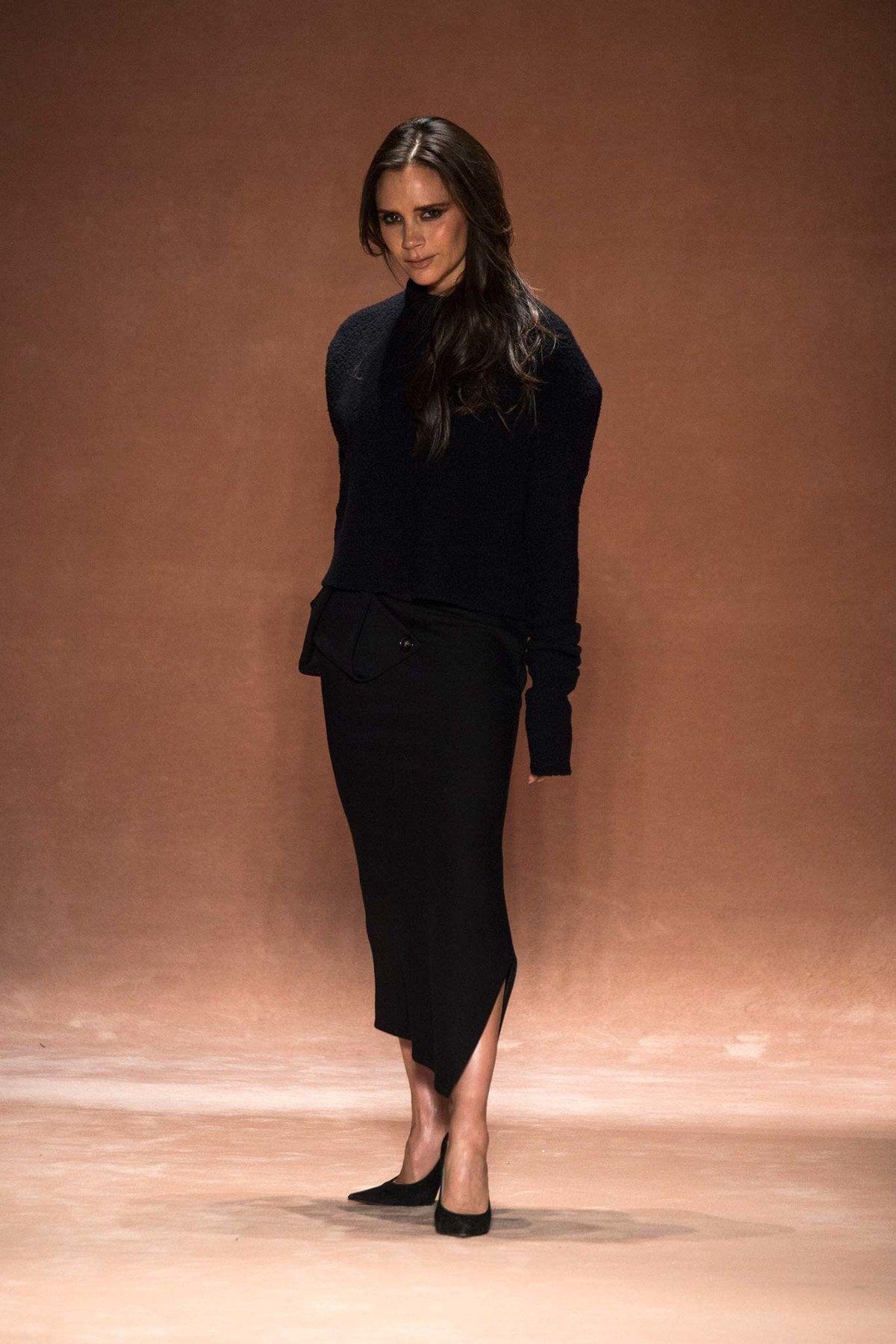 Victoria Beckham Herbst 2015 Ready-to-Wear Modenschau -  Victoria Beckham Herbst 2015 Ready-to-Wear-Kollektion, Runway-Looks, Schönheit, Modelle und Testbe - #Beckham #EmmaRoberts #FashionDesigners #Herbst #Modenschau #ReadytoWear #ShilpaShetty #Victoria #VictoriaBeckham