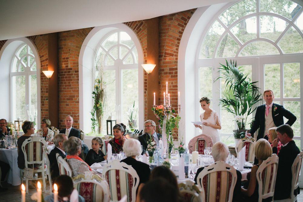 Sophie und Johannes   Hochzeit Schloss Wedendorf - Junge trifft Maedchen Hochzeitsfotografie aus Rostock - natürliche Hochzeitsreportagen zwischen Hamburg und Berlin