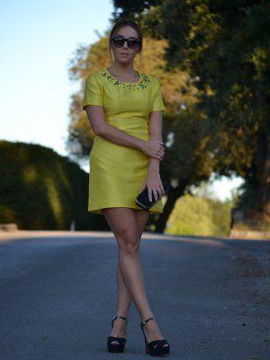 Vestido amarillo blanco azul negro