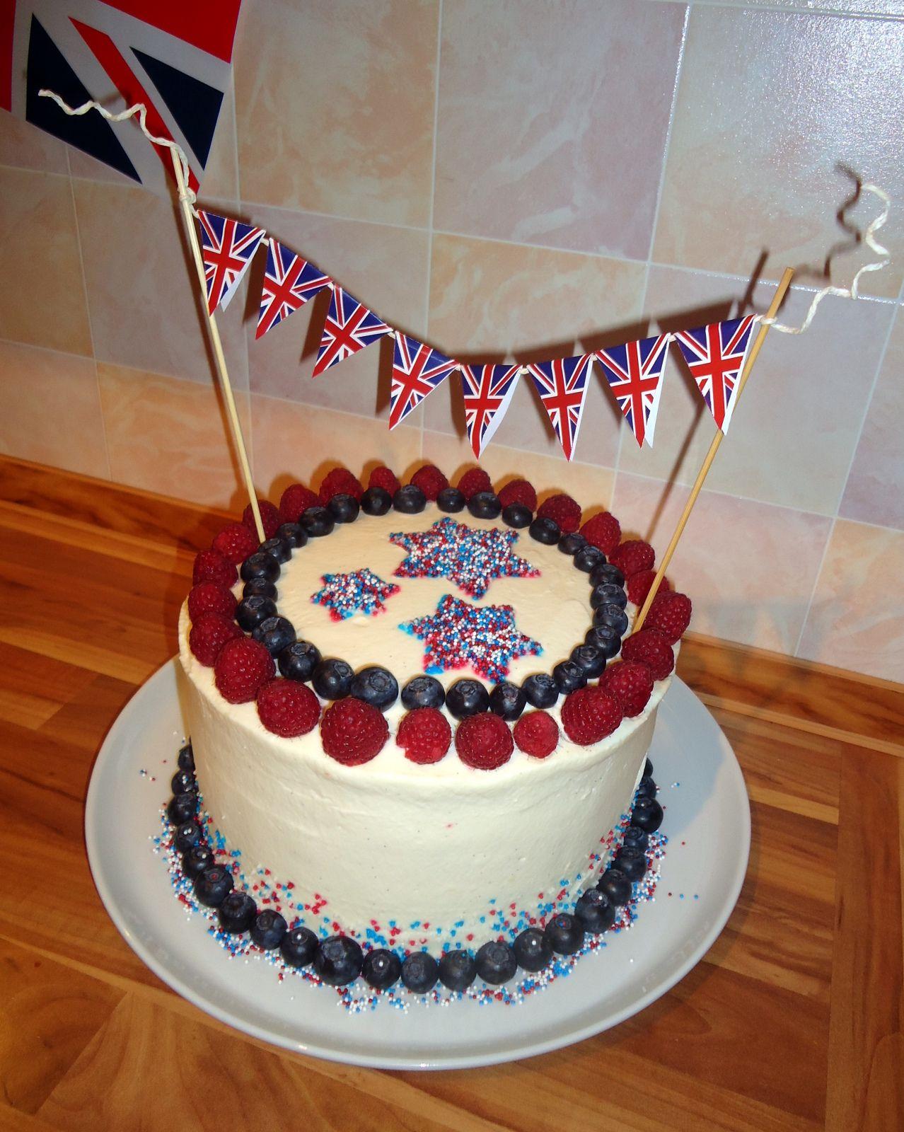 Tassenkuchen Bäckerei Royal Layer Cake Torten Girlanden DIY mit Freebie