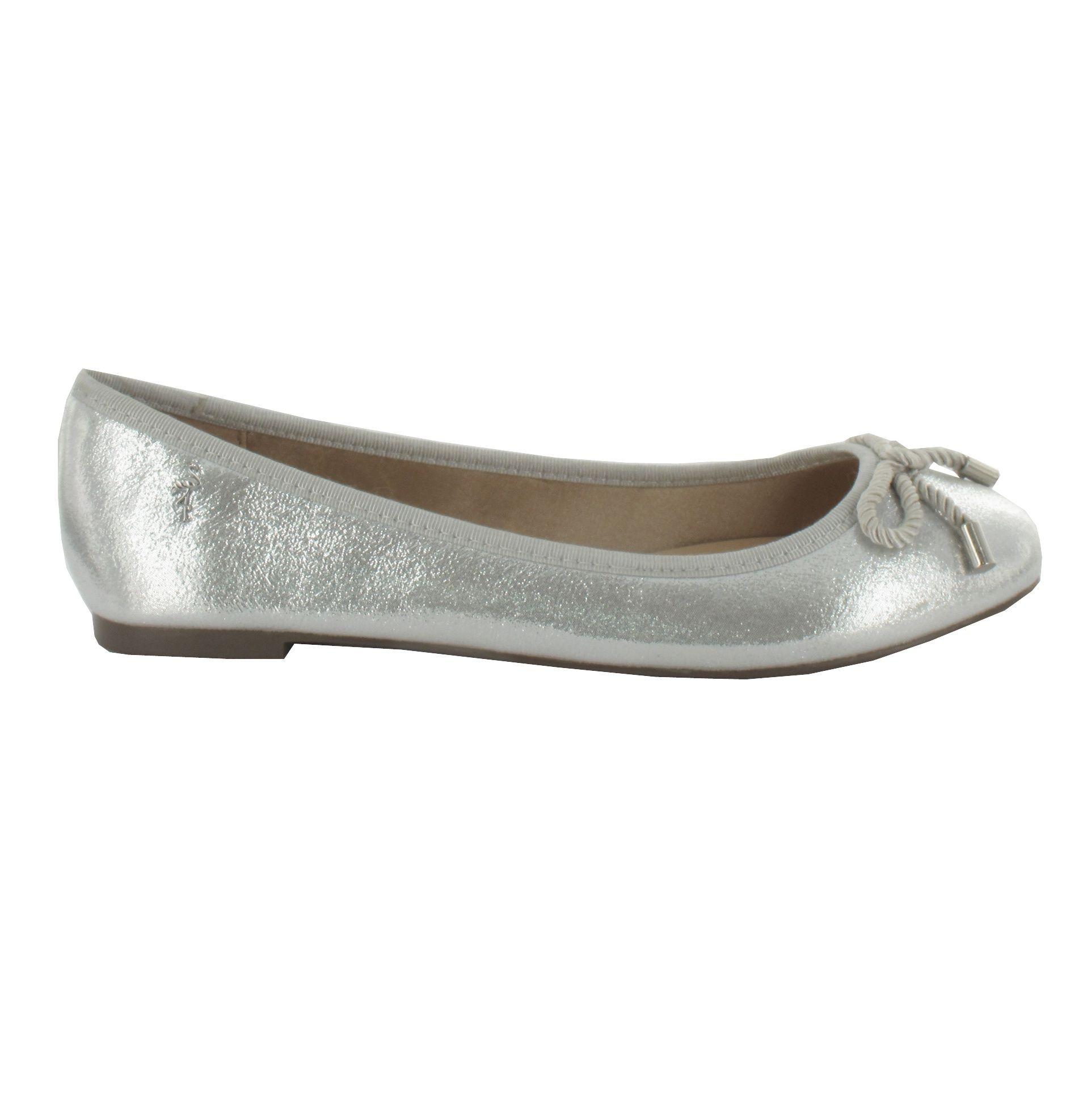 Bailarina en tono Plateado con lazo. La clásica bailarina con un exterior elegante. Ref.6894 //Ballerina shoe in Silver with bow detail .The classic Ballerina with an elegant outer appearance. Ref.6894