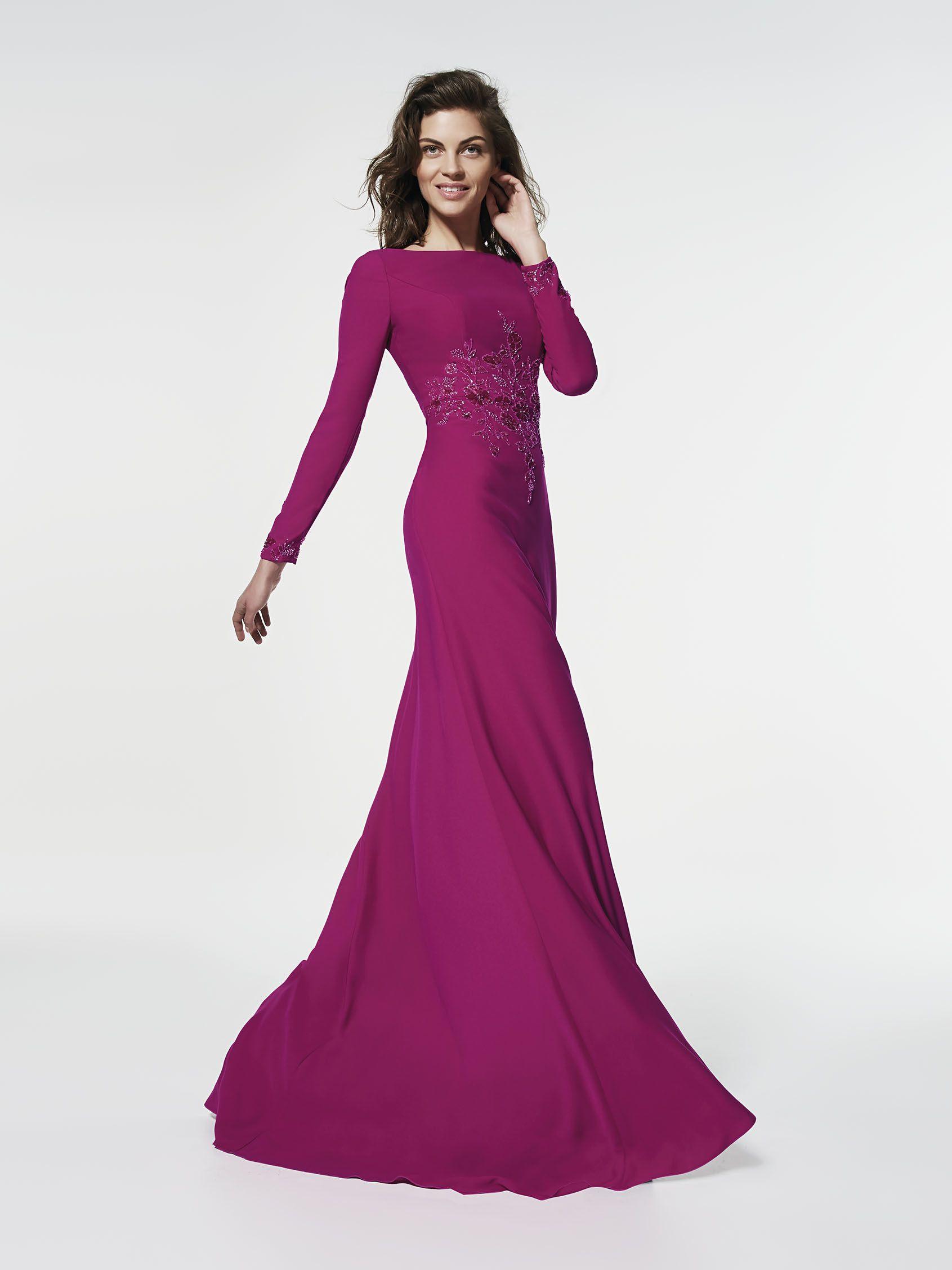 Femenino y con mucha clase. Precioso vestido de fiesta largo evasé ...
