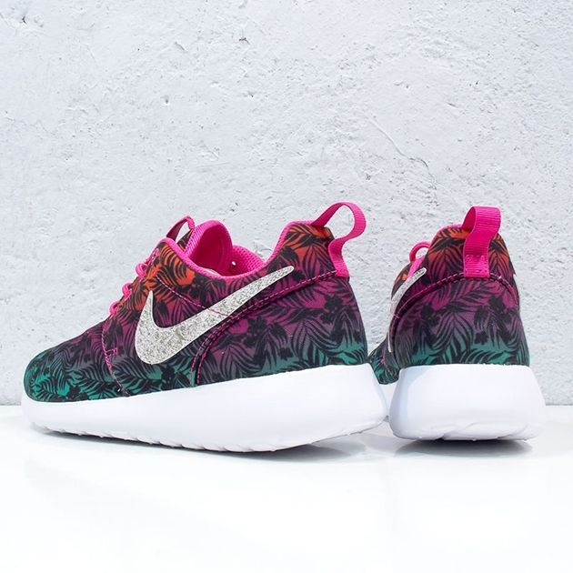new concept cbd97 a5750 Trendy Womens Sneakers  Nike Roshe Run Print-Gradient Floral-3