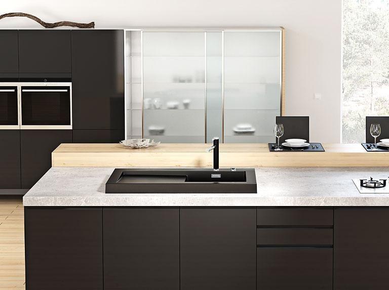 Keramik, Glas und Stahl in der Küche Interiors