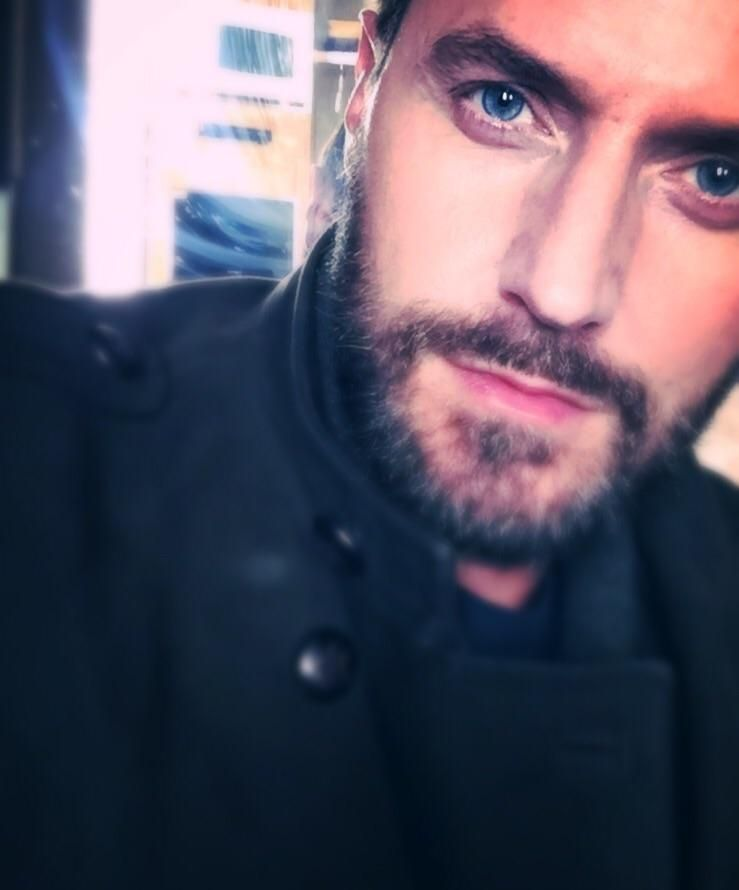 """#RichardArmitage tweets one of the most beautiful selfies I've seen. """"Ok you win! Day 9. Downtown LA. X."""""""