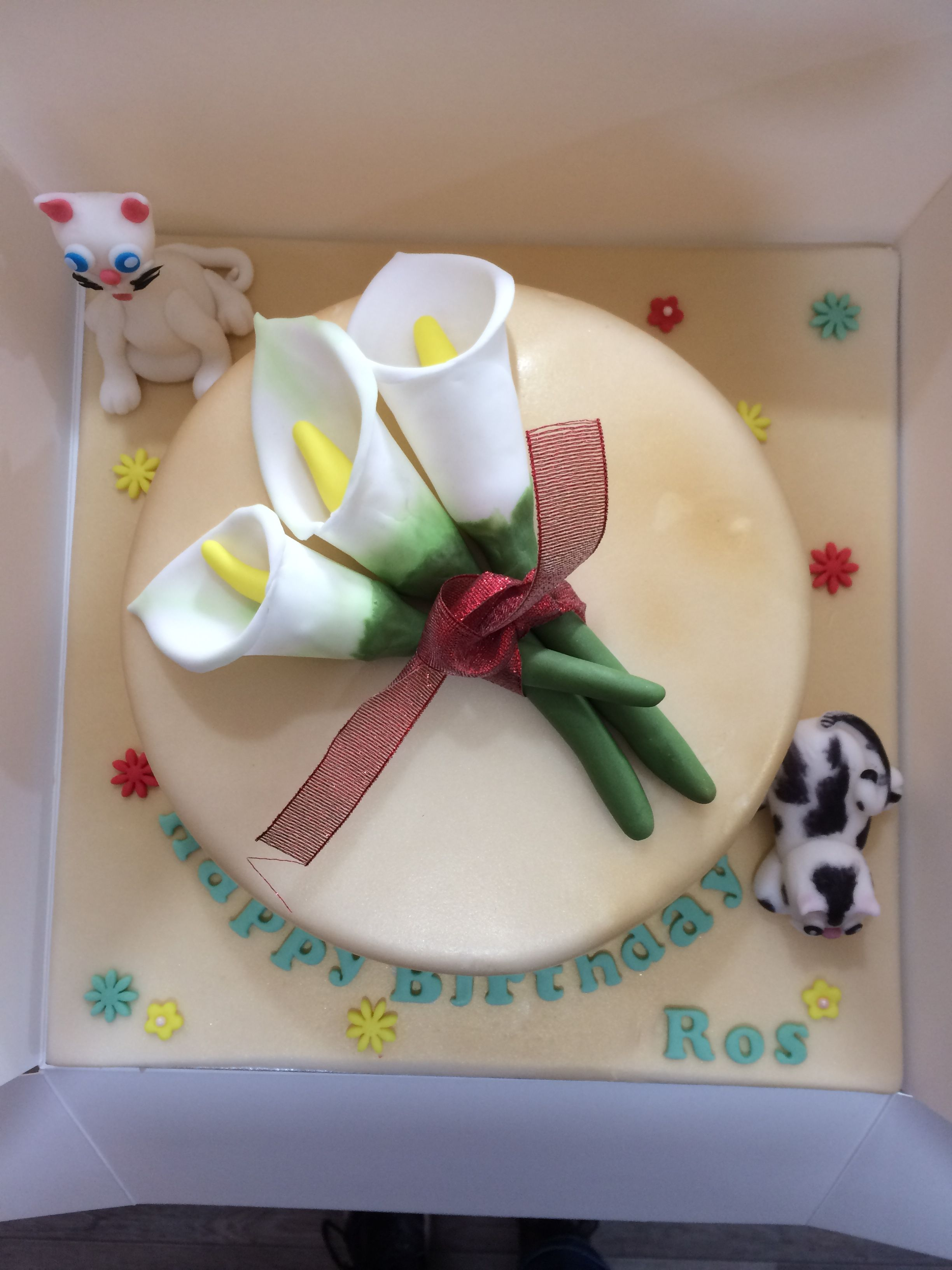 arum lily & cat cake (With images) Cat cake, Lily cat