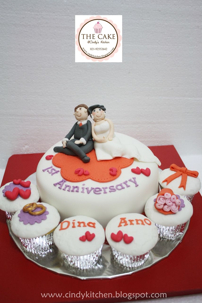eating wedding cake first year anniversary 1st anniversary cake cakes wedding 13876