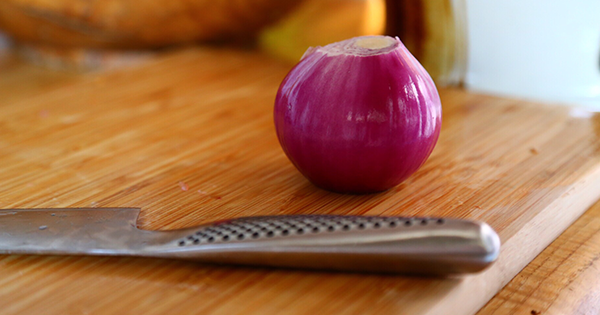How to Chop an Onion So Fast, You Won't Have Time to Cry https://plus.google.com/+KevinGreenMySOdotCom/posts/HQPtjriZay2