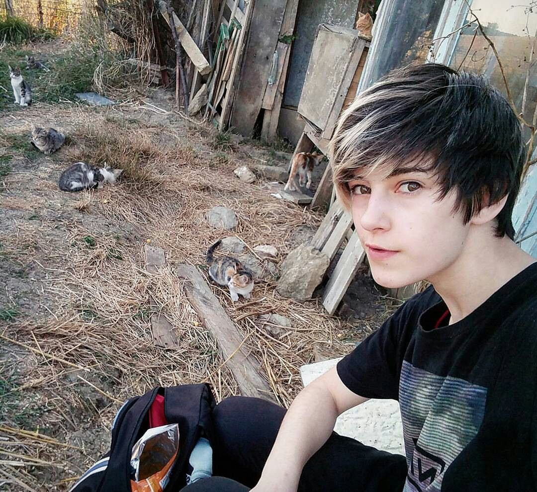 Ermergerd the kitty cats x cute emo boys pinterest emo emo