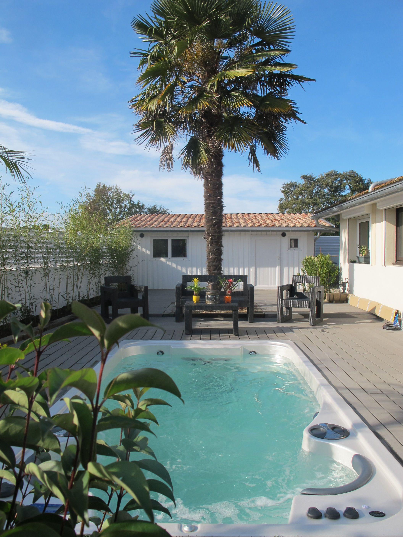 spa de nage acrylique clair azur un jardin qui a des airs de paradis. Black Bedroom Furniture Sets. Home Design Ideas