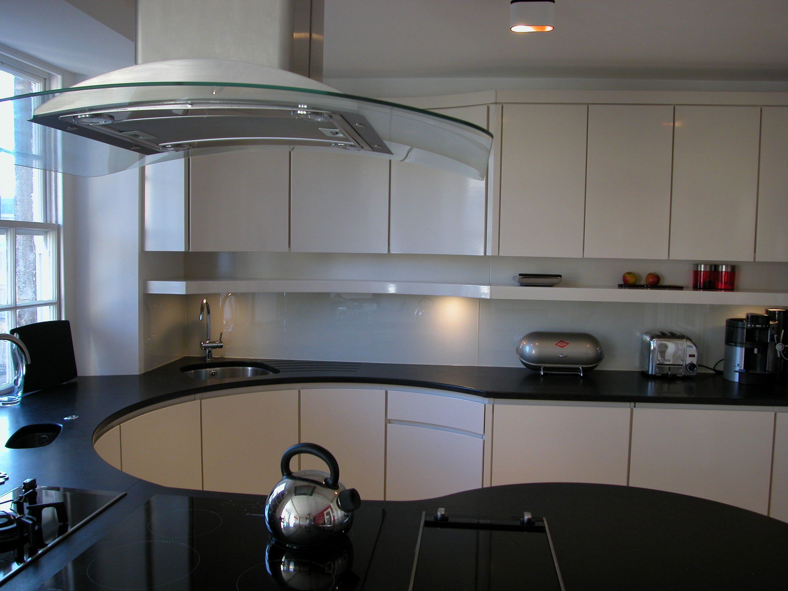 Curved Kitchen   Curved kitchen, Kitchen, Kitchen cabinets