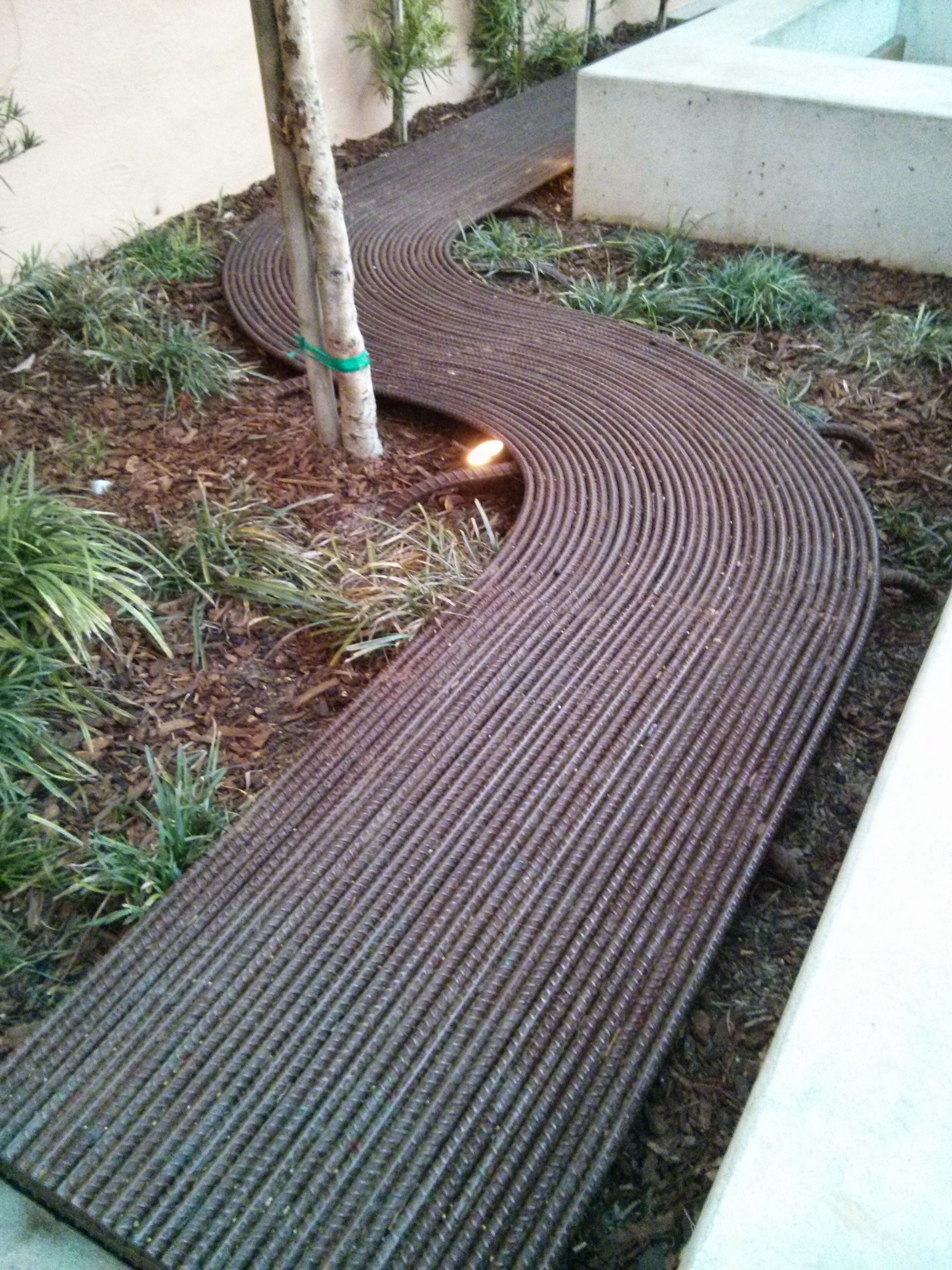 Rebar path at stone brewing at liberty station great idea - Decoration metal pour jardin ...