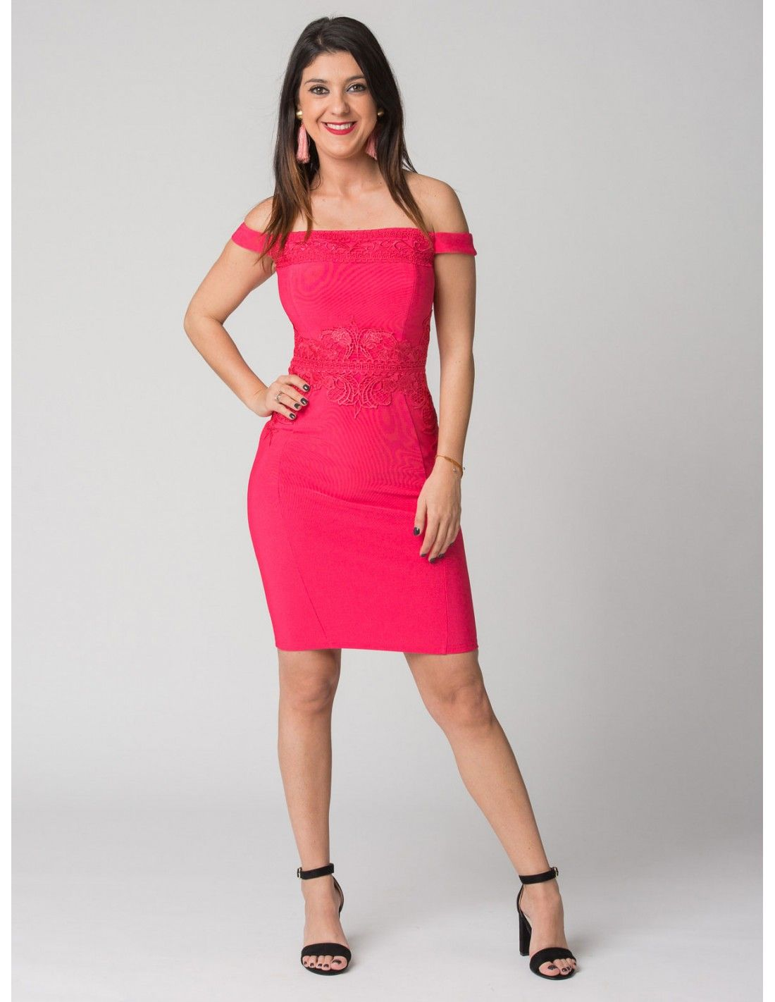 21be4ea5b Vestido Preston  Lipsy London - Vestido de tubo tipo faja en color fucsia.  Escote
