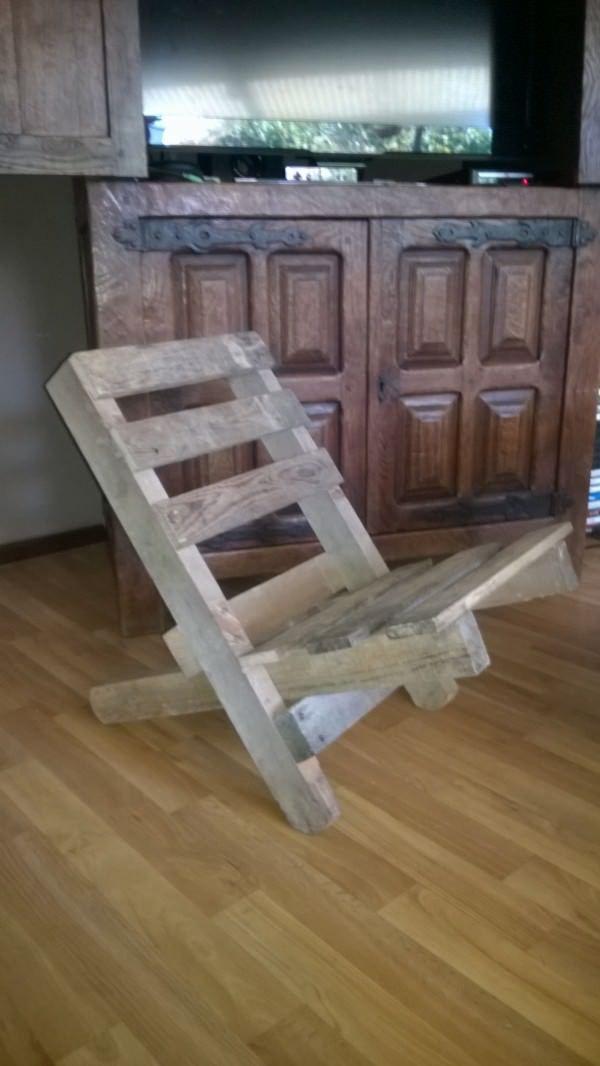 Chaise Emboitable En Palette Stackable Pallet Chair 1001 Pallets Pallet Chair Diy Pallet Furniture Wood Pallet Furniture