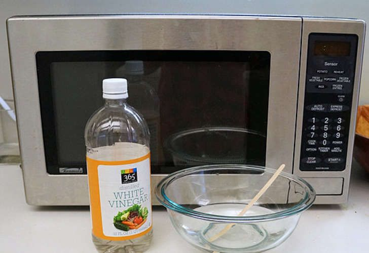 12 Diy Fixes For Your Apartment Crowdsocial Com Clean Microwave Clean Microwave Vinegar Cleaning Hacks