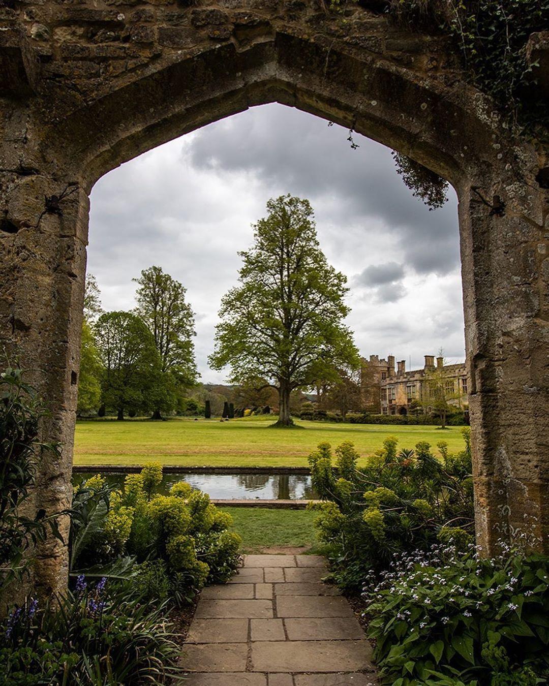 Sudeley Castle Gardens Winchcombe Gloucestershire Gb Curvilinear Boxwood Knot Garden Tuin Tuinieren Planten