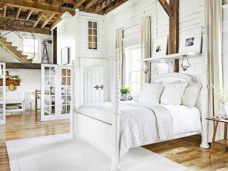 Landhaus Schlafzimmer überwiegend in eleganten Weiß eingerichtet - Schlafzimmer Landhausstil Weiß